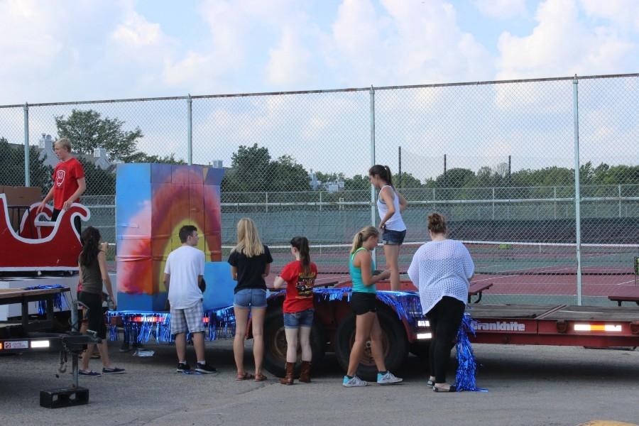Student Leadership builds Homecoming Floats