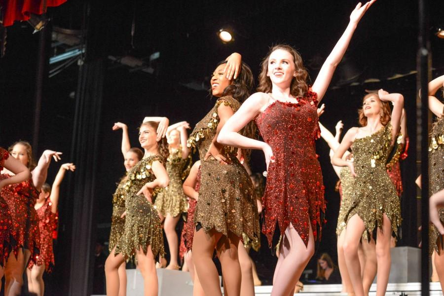 Show Choir Sings, Dances to Fundraise for Upcoming Season