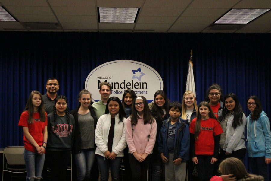 Members+of+the+Mundelein+After+School+Coalition+pose+together+before+participating+in+their+turkey+delivery+event.