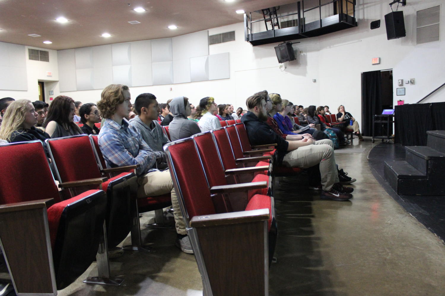 """English classes enjoy entertainment: Students from English courses and electives were welcome to attend the speaking event with their class during first and second period. Lange also held a creative writing workshop, titled """"Writing with Voice"""", during third period."""