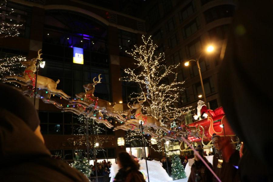 Magnificent+Mile+parade+lights+up+holiday+season