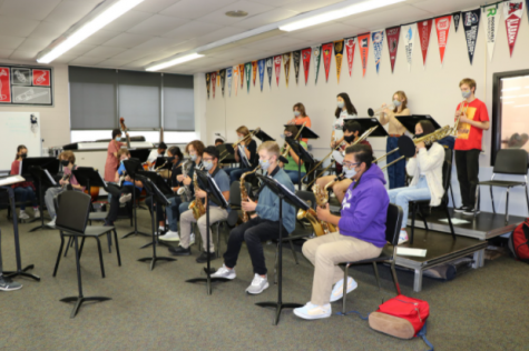 """During second period, Honors Jazz Ensemble plays through a new song """"Small Note Boogaloo"""" for the first time in preparation for a December performance at the prestigious national-level Midwest Clinic. """"We have prepared tremendously by rehearsing every day,"""" Sophomore Everestt Correa said. """"We are powering through each song were given to prepare for The Midwest Clinic."""""""